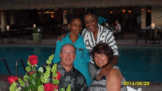 Manchebo Beach Resort & Spa: The wonderful staff members who helped my husband surprise me.