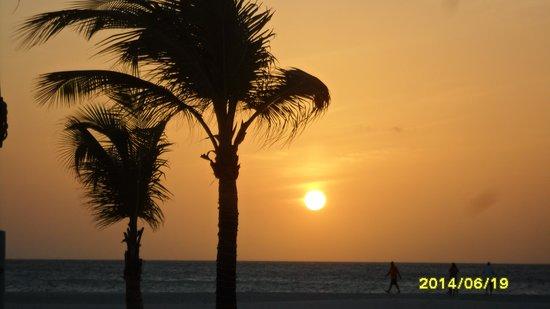 Manchebo Beach Resort & Spa: Sunset!
