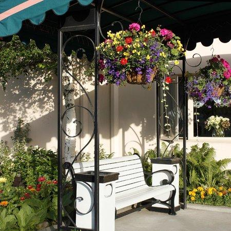 Bridgewater Hotel Flower Garden Seating