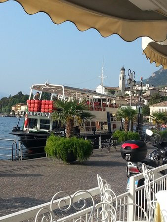 Hotel all`Azzurro: Ferry port just along from hotel