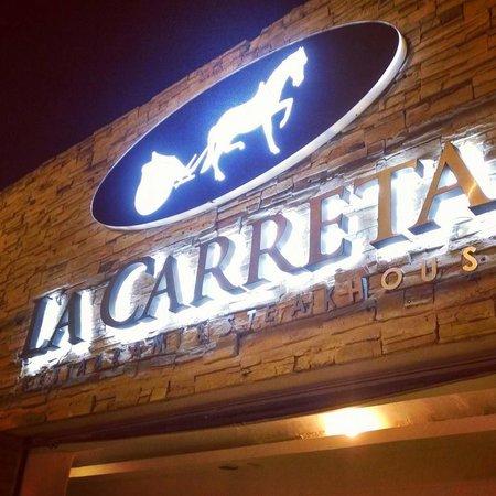 La Carreta Restaurant & Wine: Nuestra Fachada