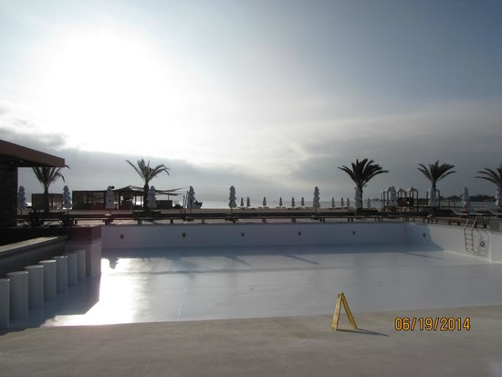 DoubleTree Resort by Hilton Hotel Paracas - Peru: Beautiful pool that was closed :(