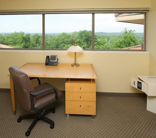 The National Conference Center: Desk in Guest Room