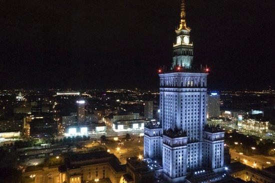 InterContinental Hotel Warsaw : Ahora de noche