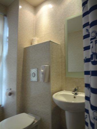 Americana Hotel: Banheiro