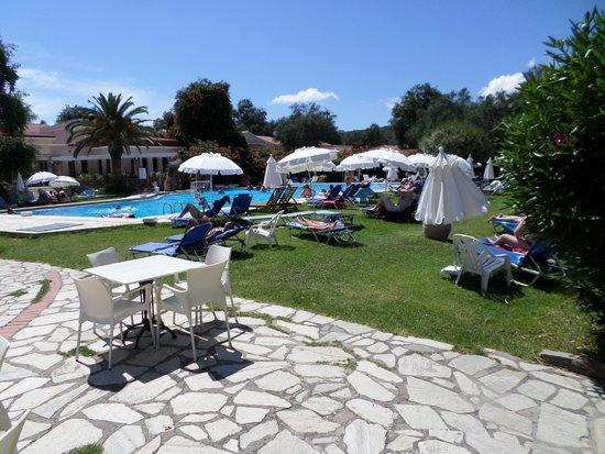 SENTIDO Apollo Palace: une des 2 piscines