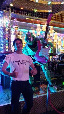 Robot Restaurant: Show me the robots!