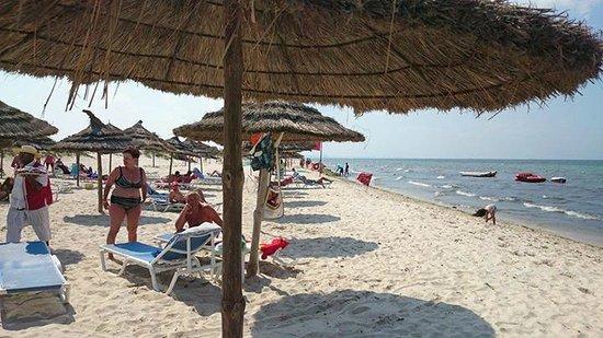 Ramada Liberty Resort Hotel: hotel beach area