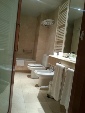 Aparthotel Mariano Cubi: Ванная