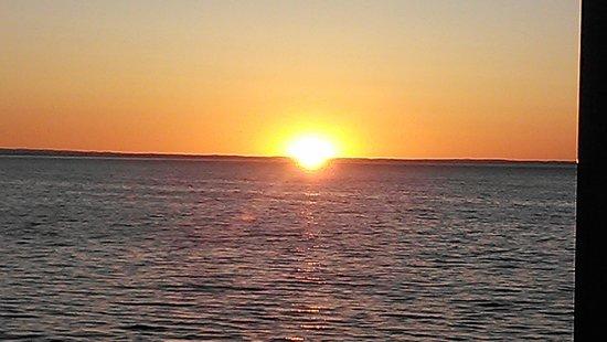 Magnuson Grand Hotel Lakefront Paradise: good Morning Sunshine!