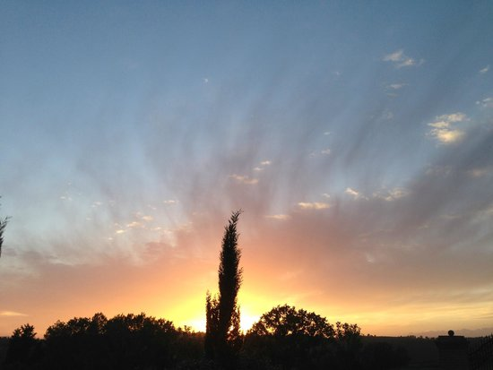 Villa Lestra: Tuscan sunset from the villa