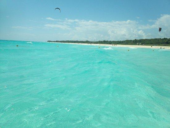 Sandos Playacar Beach Resort : water and open beach just south