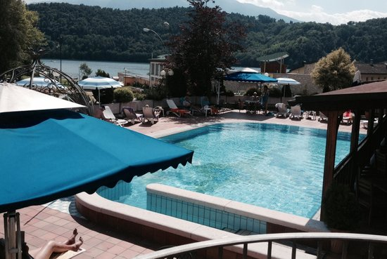 Hotel Ariston: La piscina bella fresca sembra che i clienti tedeschi si siano portati l'acqua da casa!