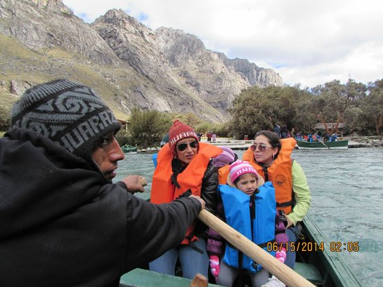 Nationalpark Huascarán: Enjoying the chilly boat ride