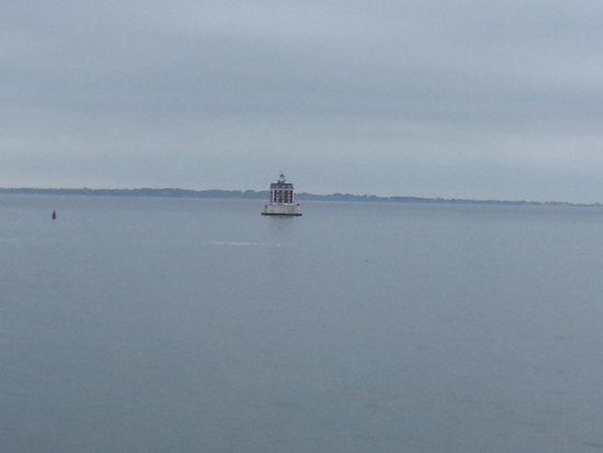 Cross Sound Ferry: island lighthouse at new england