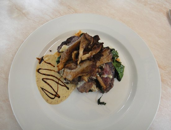Lake Breeze Winery Patio Restaurant: Flank & mushrooms