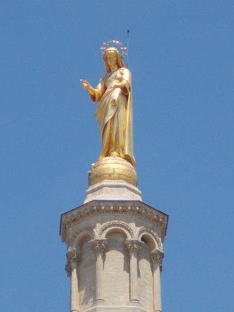Cathedrale Notre-Dame des Doms: Статуя девы Марии