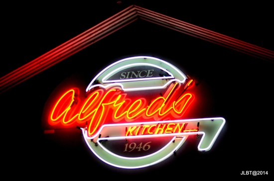 Alfred's Kitchen: Can't miss this sign