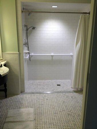 The Carolina Inn: Cutest shower!