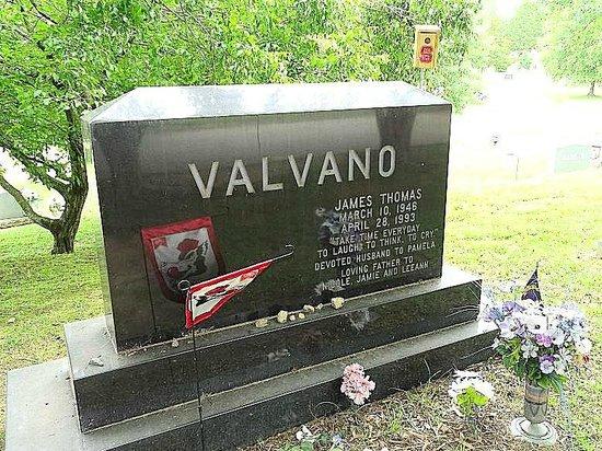 Historic Oakwood Cemetery : Jim Valvano - NCSU basketball coach