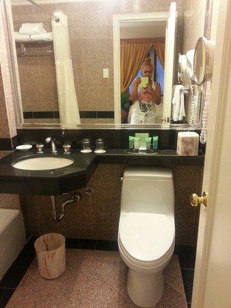 Warwick New York Hotel: Salle de bain Warwick