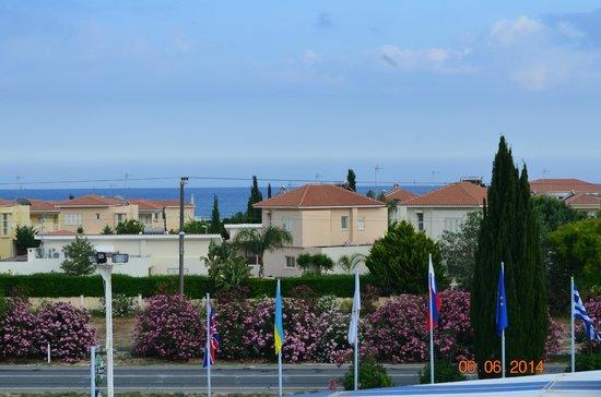 Mariandy Hotel: Тёплое море просто рядом.