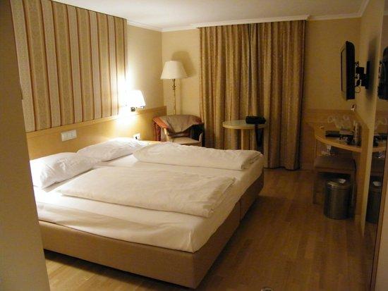 Austria Trend Hotel Ananas: ROOM