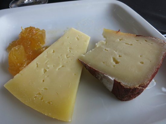 Alabote : Cheese and pineapplejam