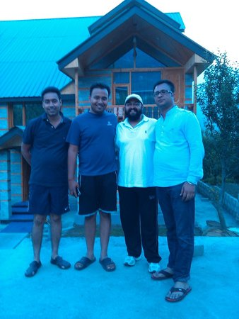 Tree Hill Cottages and Kanyal Villas : with Mr parteek.