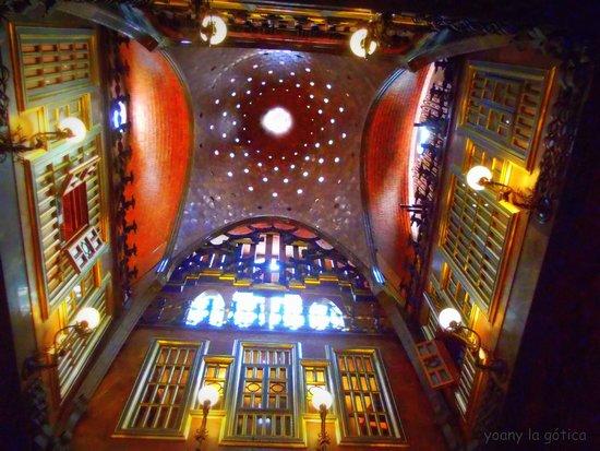 Palais Güell : precioso recorrido donde los haya!!!! preciosas vistas y preciosa iluminación!!!!