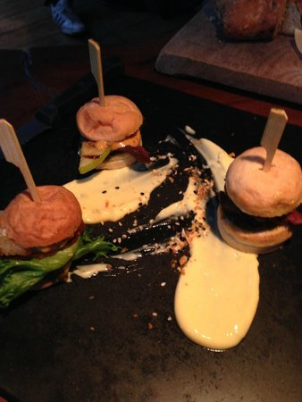 Grillmarkadurinn : Mini burgers of whale, reindeer and lobster