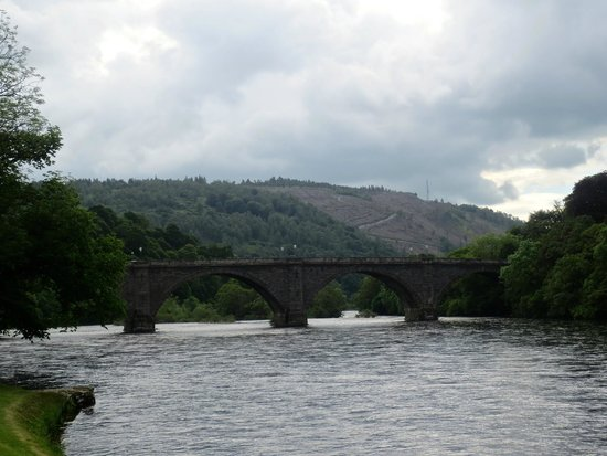 The Hairy Coo - Free Scottish Highlands Tour : Bridge over the River Tay