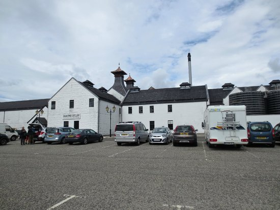 The Hairy Coo - Free Scottish Highlands Tour : Dalwhinnie Distillery