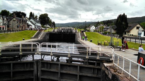 The Hairy Coo - Free Scottish Highlands Tour : Caldonian Canal Lock @ Fort Augutus