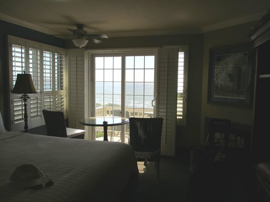 Sand Pebbles Inn : Our room with ocean views.