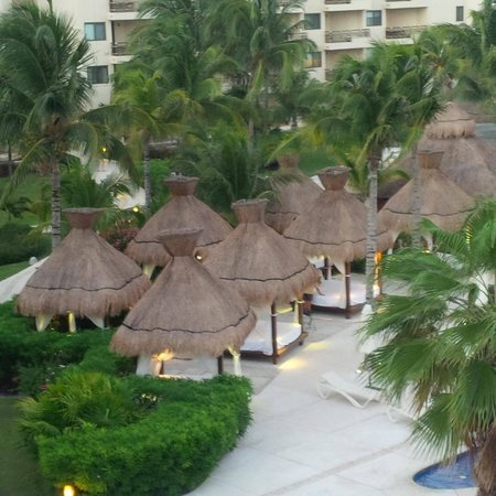 Dreams Riviera Cancun Resort & Spa : Beach Beds