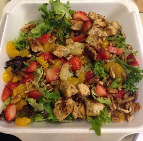 Willie's Lunch Box: Rockin' Summer Salad with Grilled Chicken