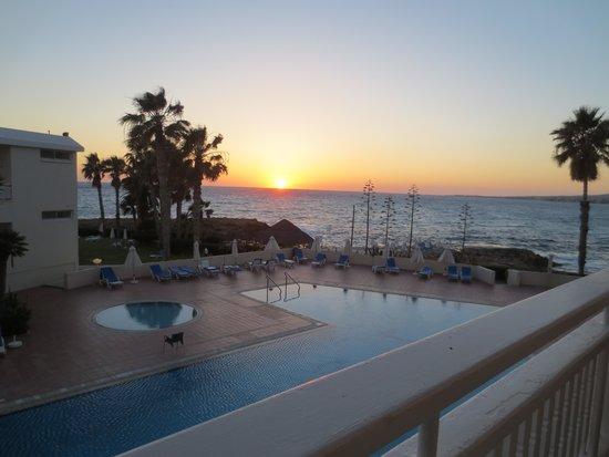 Cynthiana Beach Hotel : И такой вид - каждый вечер. Красота!