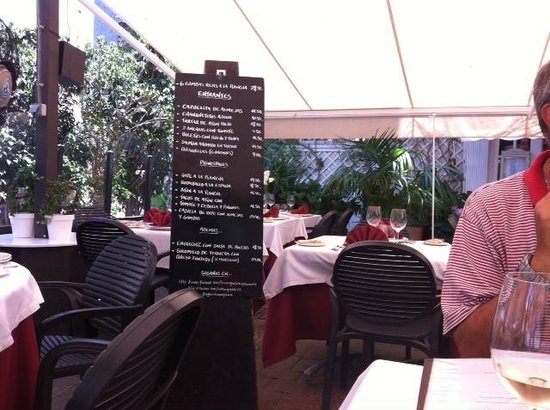 La Marquesita: Very good environment and blackboards with their top dishes displayed