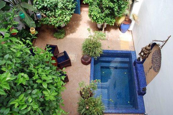 Riad Sekkat: cour d'accueil , petit bassin