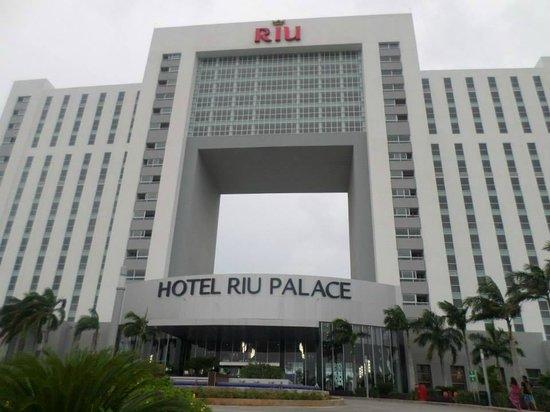 Hotel Riu Palace Peninsula: Huge