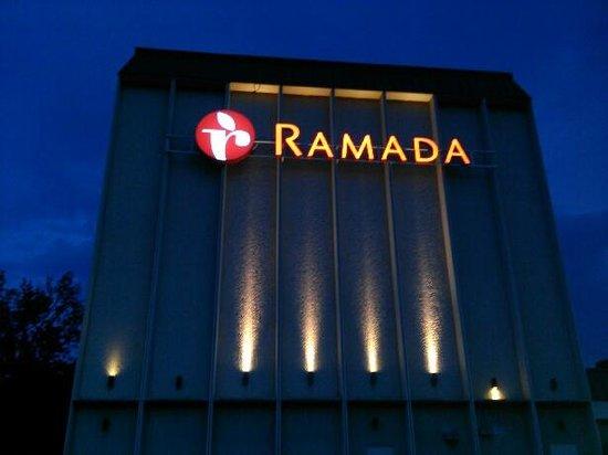 Ramada Cumberland Downtown : Exterior 1