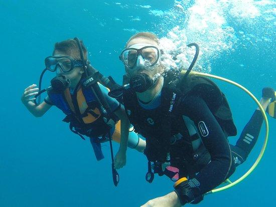 Bleu Marine Reunion: Gabin et son moniteur Flo