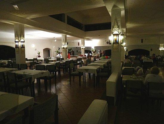 Diani Sea Lodge: dinning