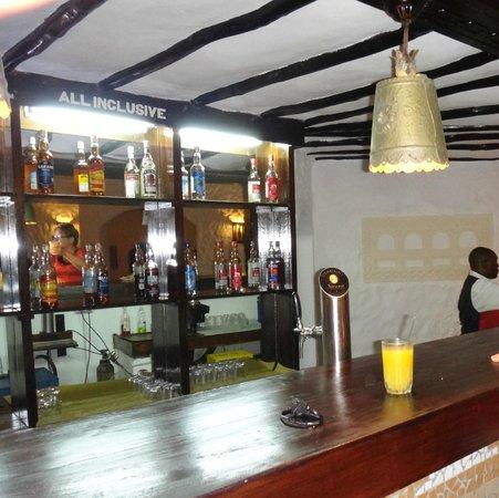 Diani Sea Lodge: bar