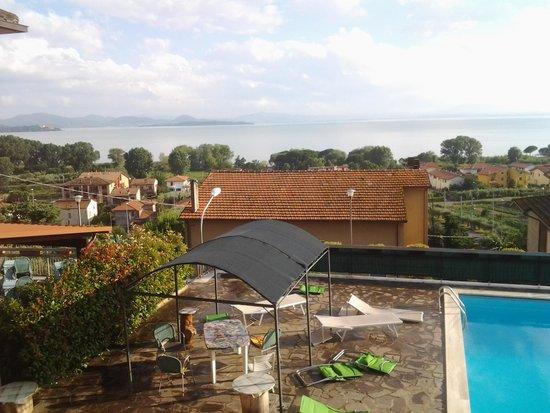 Hotel Cavalieri: Vista del lago dalla nostra stanza