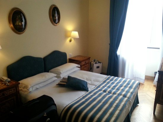 Welcome Piram Hotel : Nice decor, large ceiling with balcony overlooking the local streets