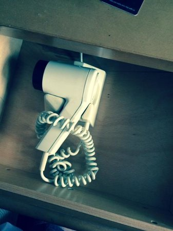Hotel Isaacs Cork: Fixed hairdryer