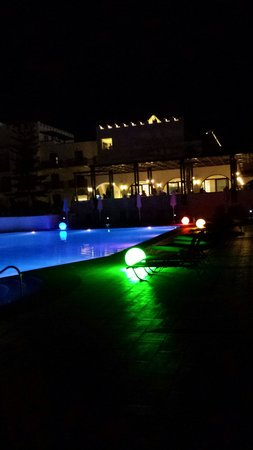 Sensimar Oceanis Beach & Spa Resort: Pool at night