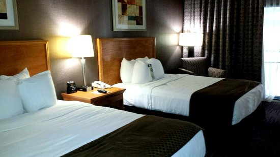 DoubleTree by Hilton Hotel Downtown Wilmington - Legal District: This room was two beds - large, comfy, cloud-like beds!!
